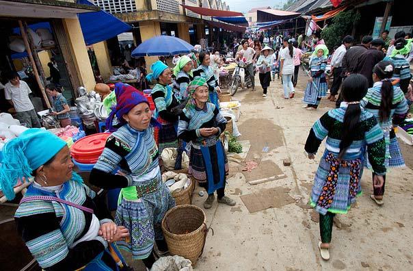 Muong-Hum-market