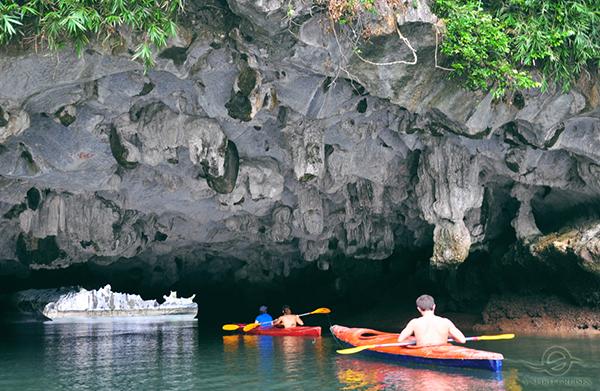 Kayaking Luon Cave