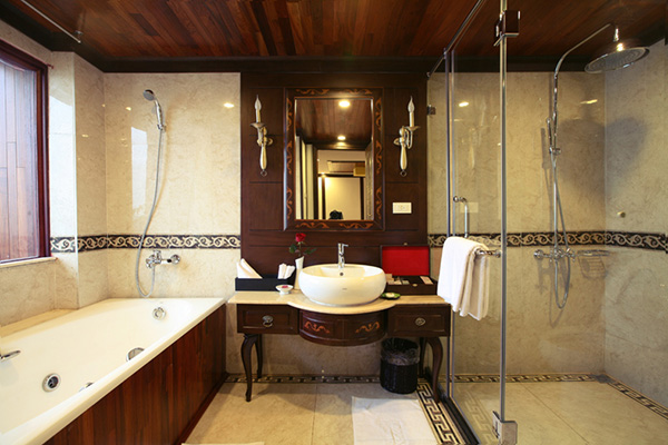 Indochina Sails President Suite Bathroom