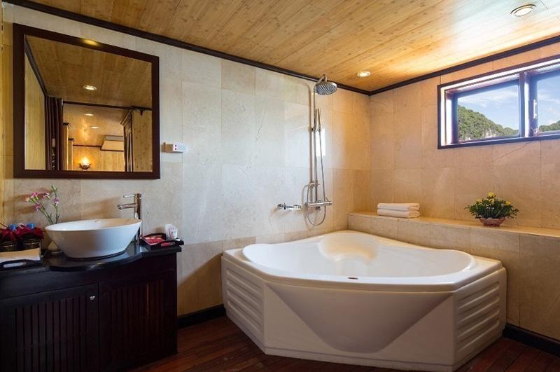 Syrena Suite Bathroom